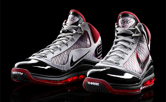 quality design b2df0 9f13c Review  Nike Air Max LeBron VII