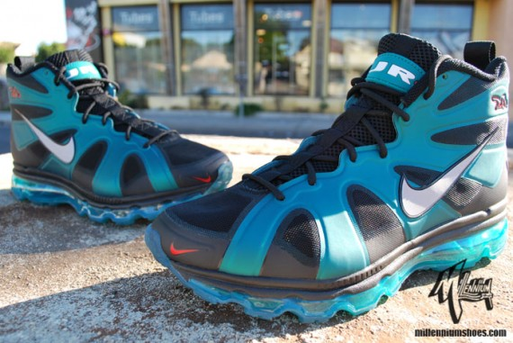nike-air-max-griffey-fury-freshwater-arriving-at-retailers-01-570x381