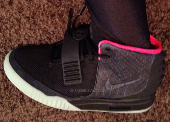 nike-air-yeezy-2-black-pink-up-close-2
