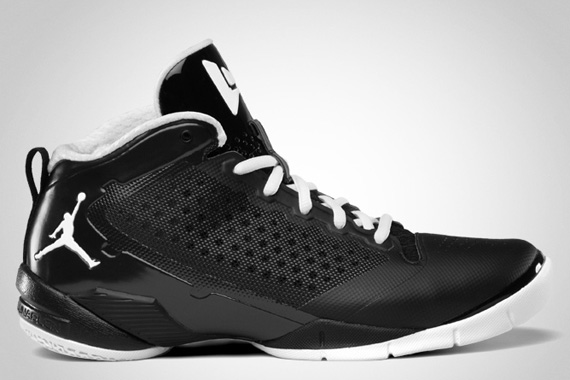 jordan-fly-wade-2-black-white-official-images-2