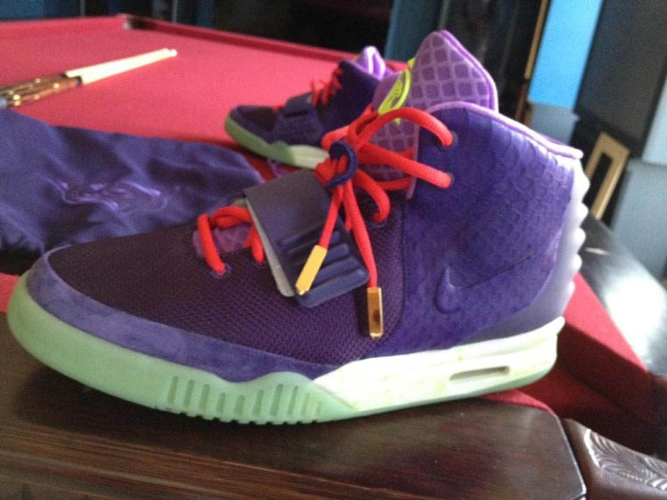 nike-air-yeezy-2-purple-neon-red-kobe