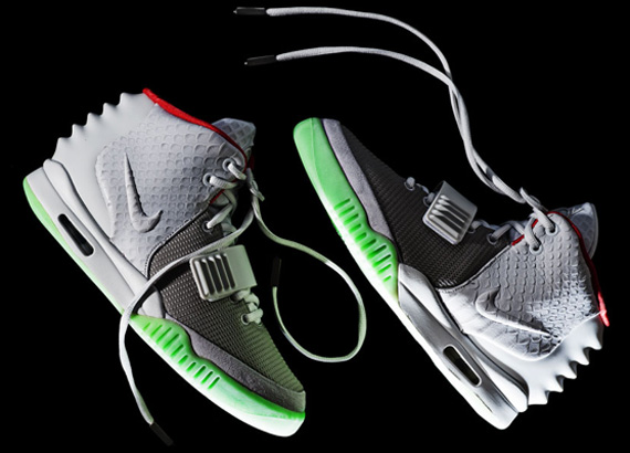 nike-air-yeezy-2-wolf-grey-pure-platinum-detailed-images-3