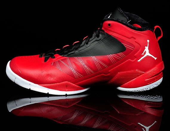 jordan-fly-wade-2-ev-gym-red-black-white-2