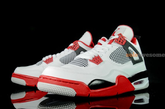air-jordan-iv-retro-white-varsity-red-black-new-images-3-570x378