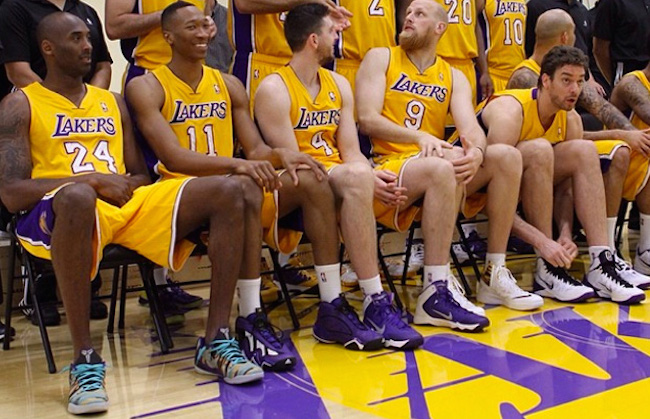 Kobe 9 Low-Lakers Team Picture