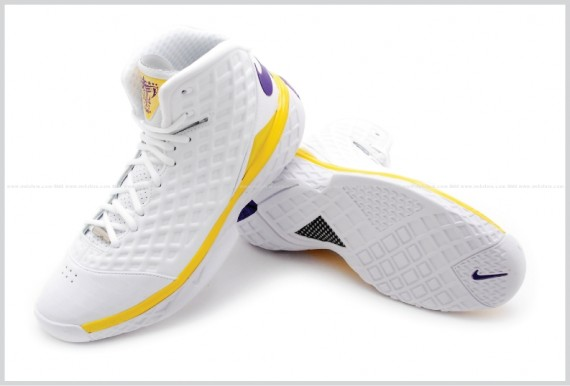 a894852a4510 Nike Zoom Kobe 3 III Lakers Pair Pose Sole