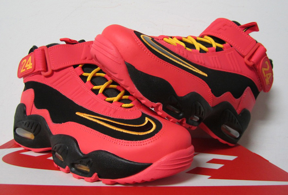 3239713bb0 Nike Air Griffey Max 1 Black/Crimson Release Information – Kicksologists.com