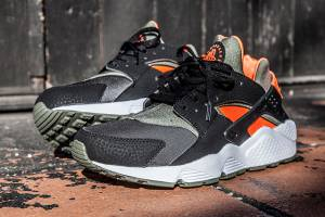 nike-air-huarache-undefeated-side-view