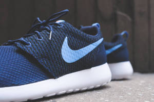 Midnight Navy Nike Roshe Run Pose Staggered