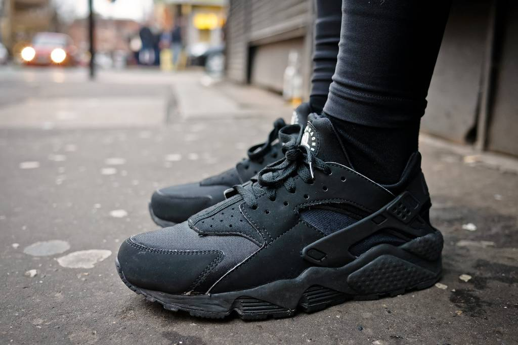 Nike Air Huarach Triple Black