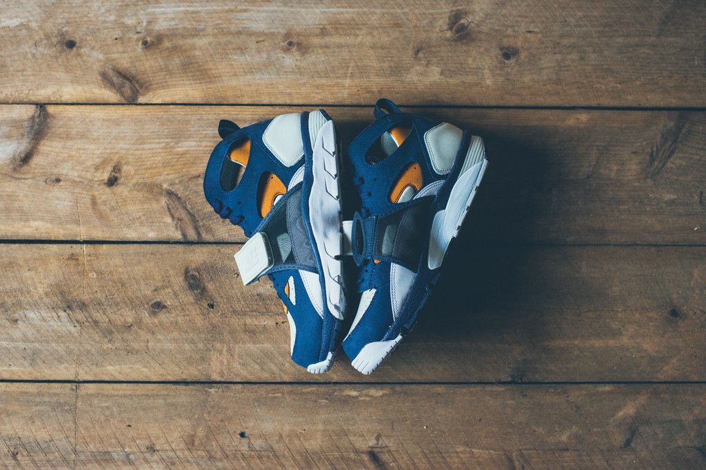 Nike Air Trainer Huarache Premium Light Bone:Midnight Navy-Ginger-White