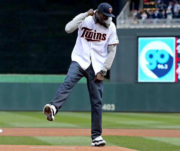 Kevin Garnett Throws Out First Pitch In